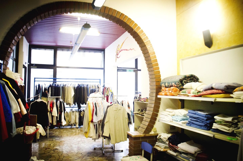 Negozio Ufficio Usato : Altr uso negozio vestiti usati a trento negozio vestiti usati